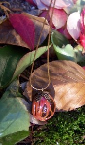 whole-nutmeg-mace-pendant-2